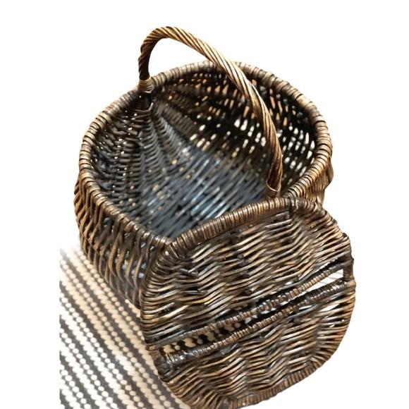 Vintage Large Brown Wicker Basket w/Lid